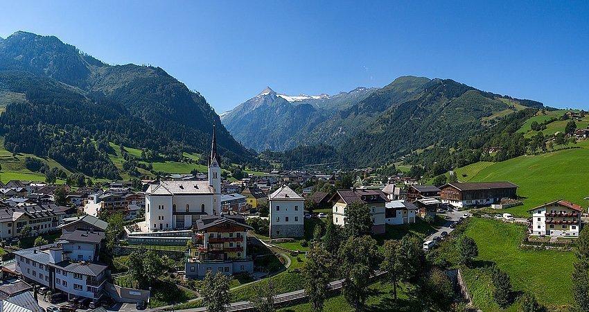 Panoramabild der Gemeinde Kaprun im Sommer
