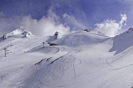 Panoramaaufnahme des Kitzsteinhorn im Winterurlaub